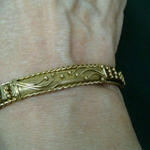 Jewelry - Unique Gold Bracelet